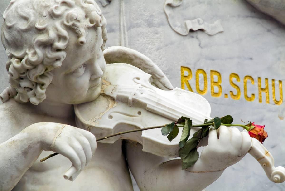 Robert ja Clara Scumannin hautapaikka Bonnissa.