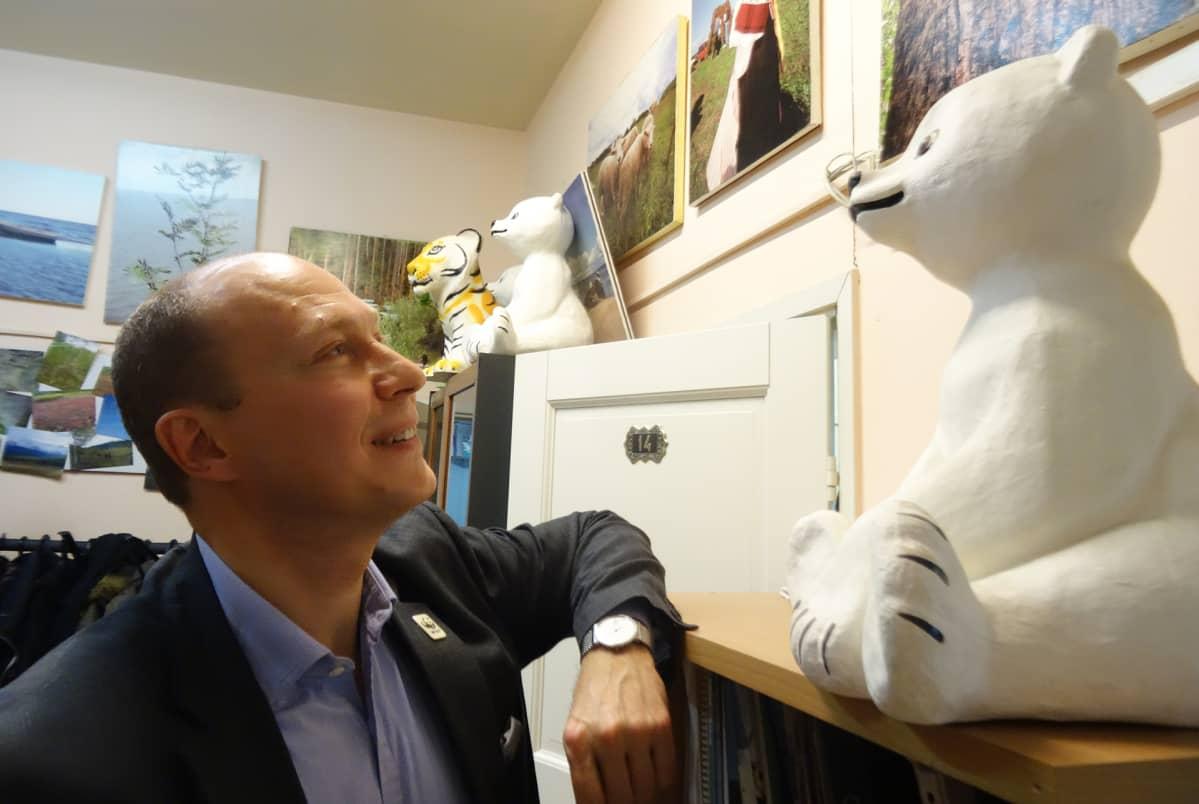 Maailman luonnonsäätiön Aleksandr Šestakov on huolissaan arktisen ilmaston muutoksesta.
