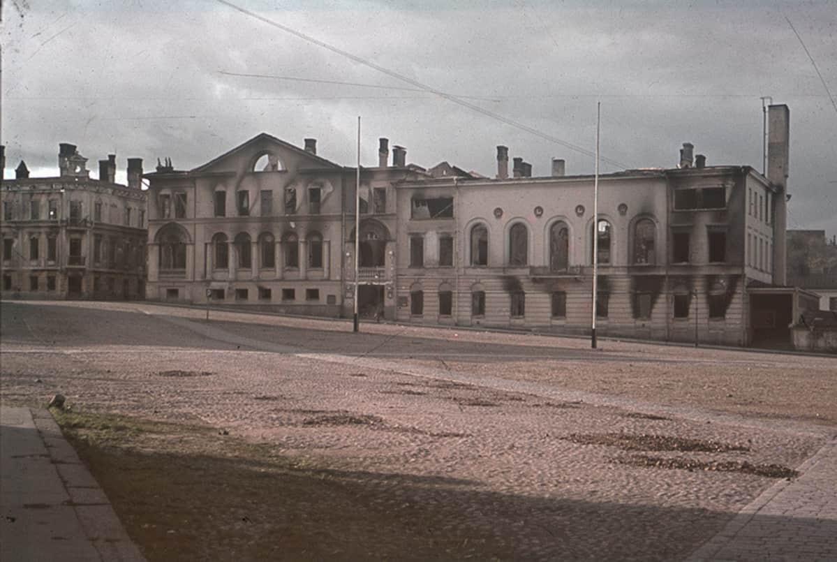 Viipurin raatihuoneen rauniot syyskyyssa 1941