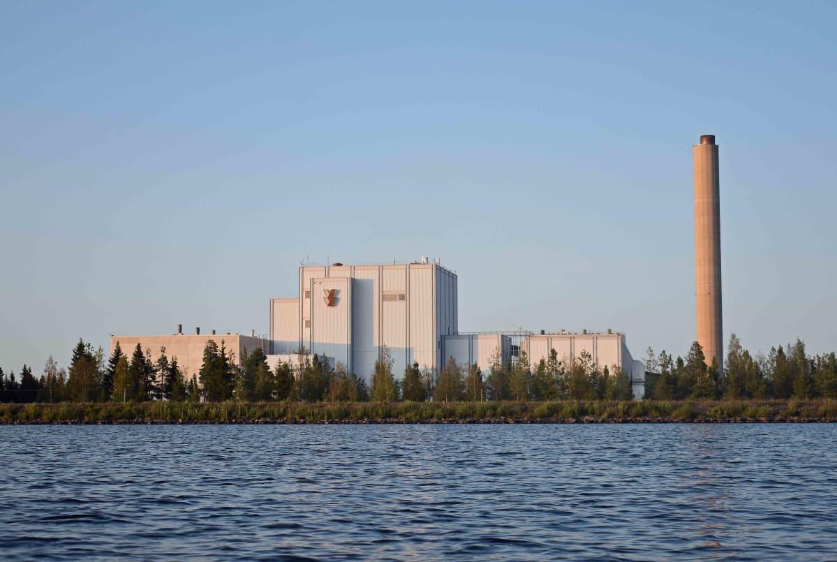Seinäjoen voimalaitos polttaa turvetta ja tuottaa kaukolämpöä.