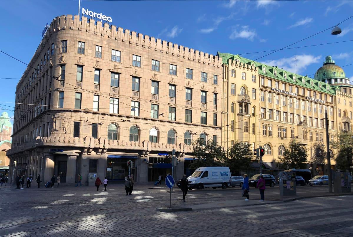 Uusi hotelli tulee Mannerheimintien ja Kaivokadun kulmaan keskelle pääkaupunkia.
