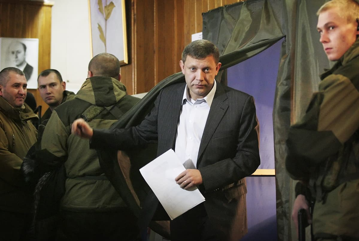 Zahartšenko poistuu äänestyskopista.
