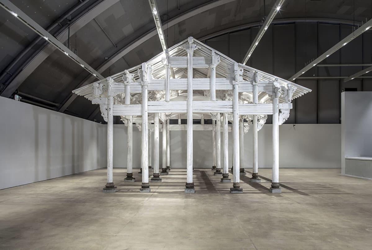 kiinalainen näyttelyhallissa oleva temppeli