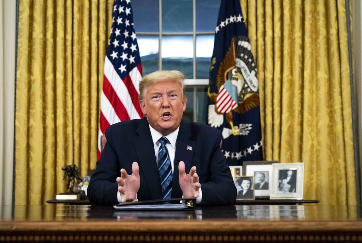 Donald Trump pitää tiedotustilaisuutta Valkoisessa talossa
