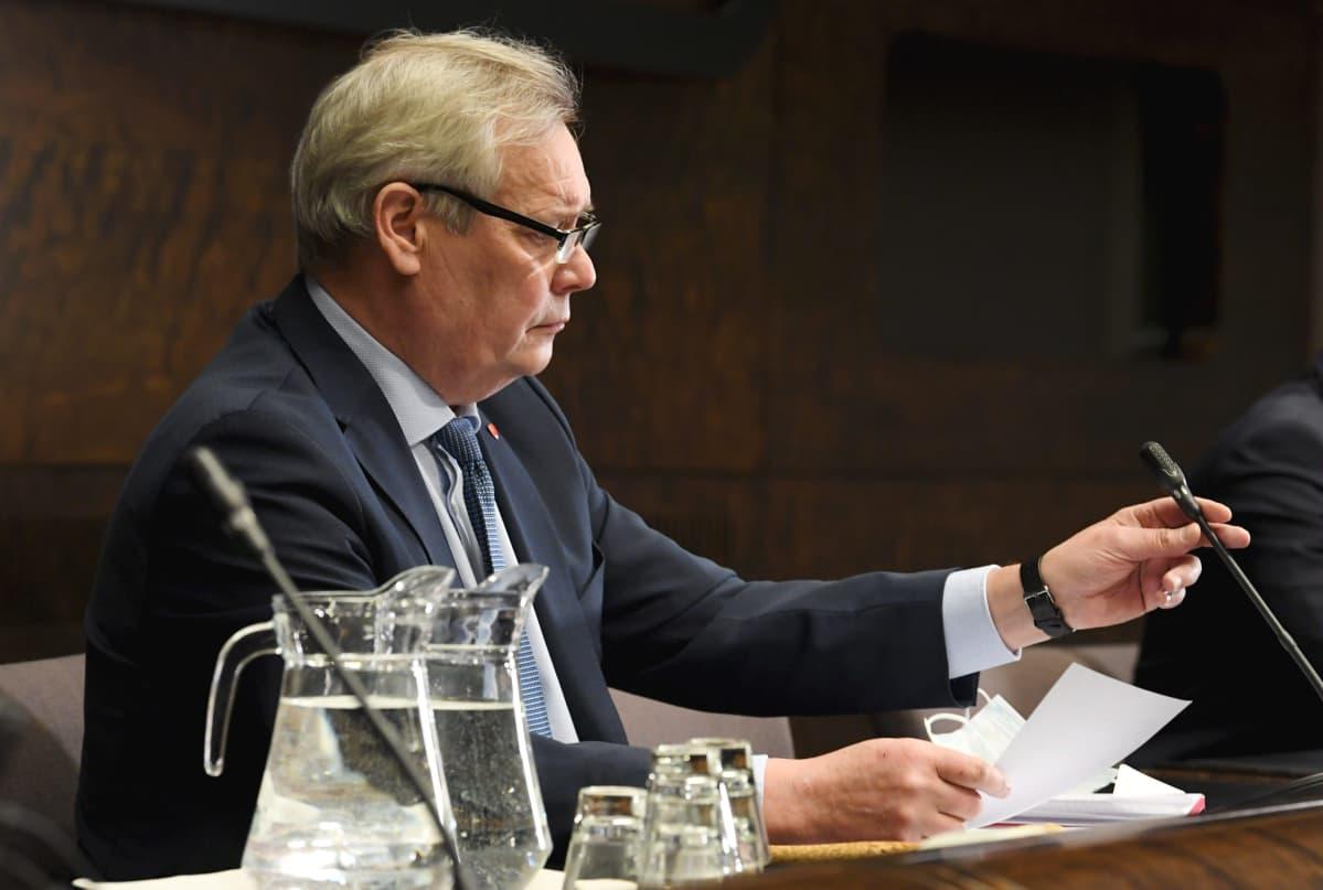 Perustuslakivaliokunnan puheenjohtaja Antti Rinne.