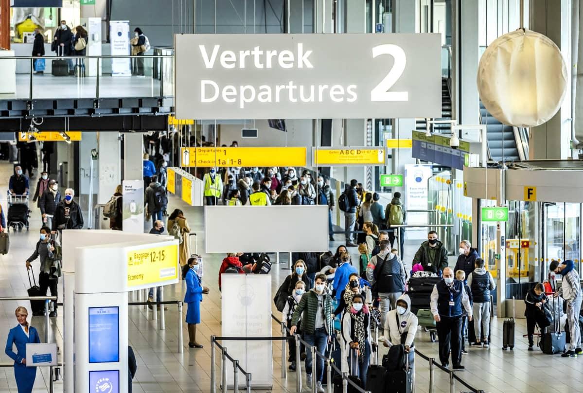 Yleisnäkymä Schipholin lentokentältä Amstrdamista 17. joulukuuta 2020.