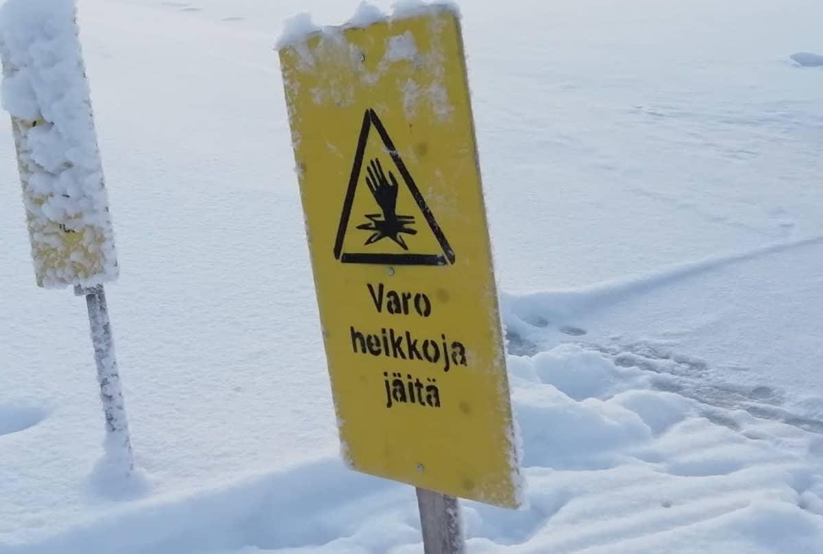 varoitus heikosta jäästä Rovaniemellä Kemijoen rannalla