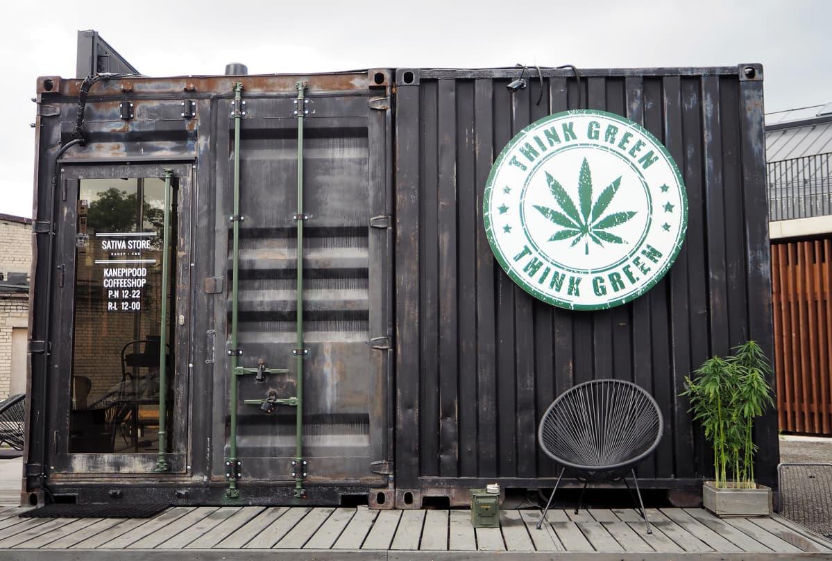 Sativa Storen konttikahvilassa tarjoillaan muun muassa kevytkannabisleivonnaisia ja -teetä.