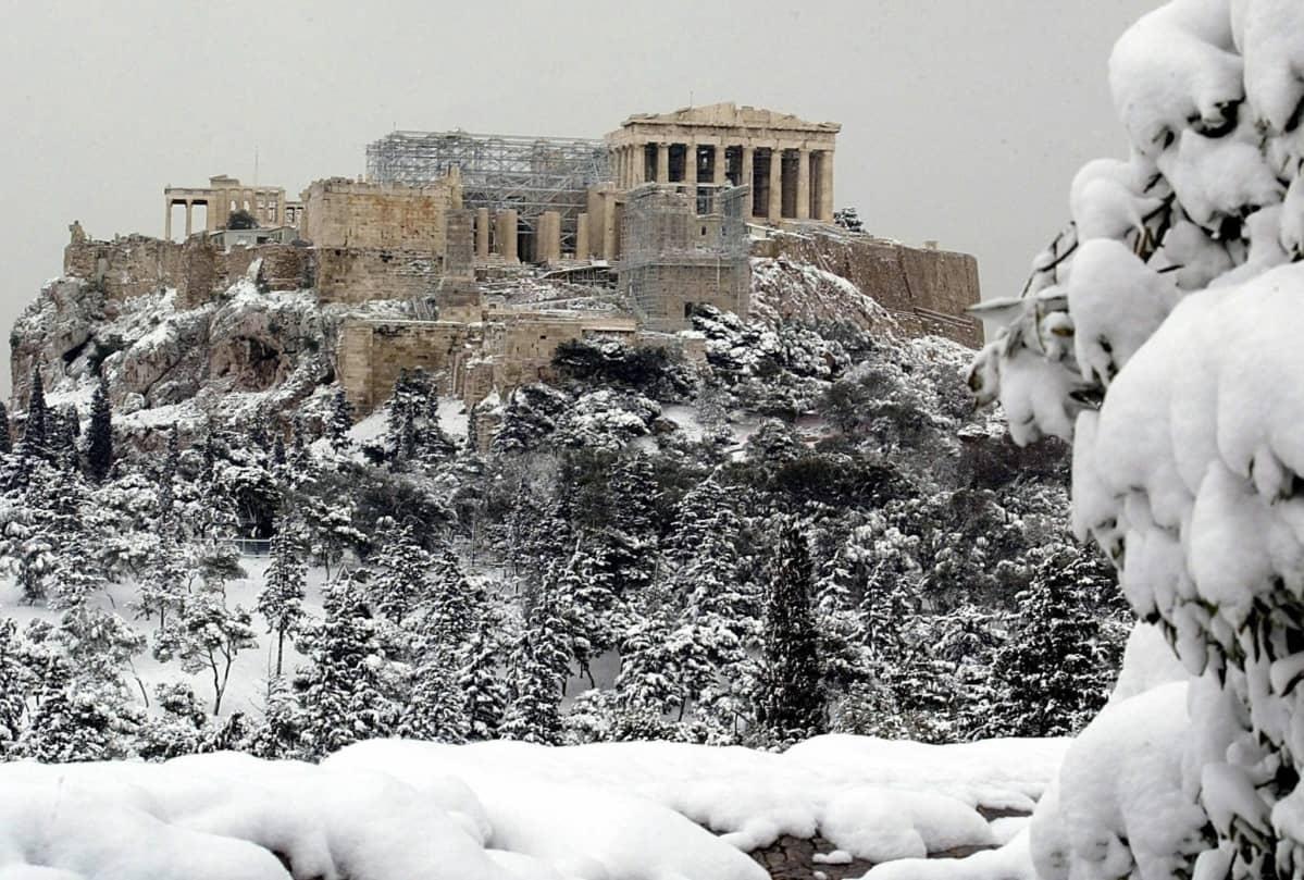 Lumen peittämä Akropolis