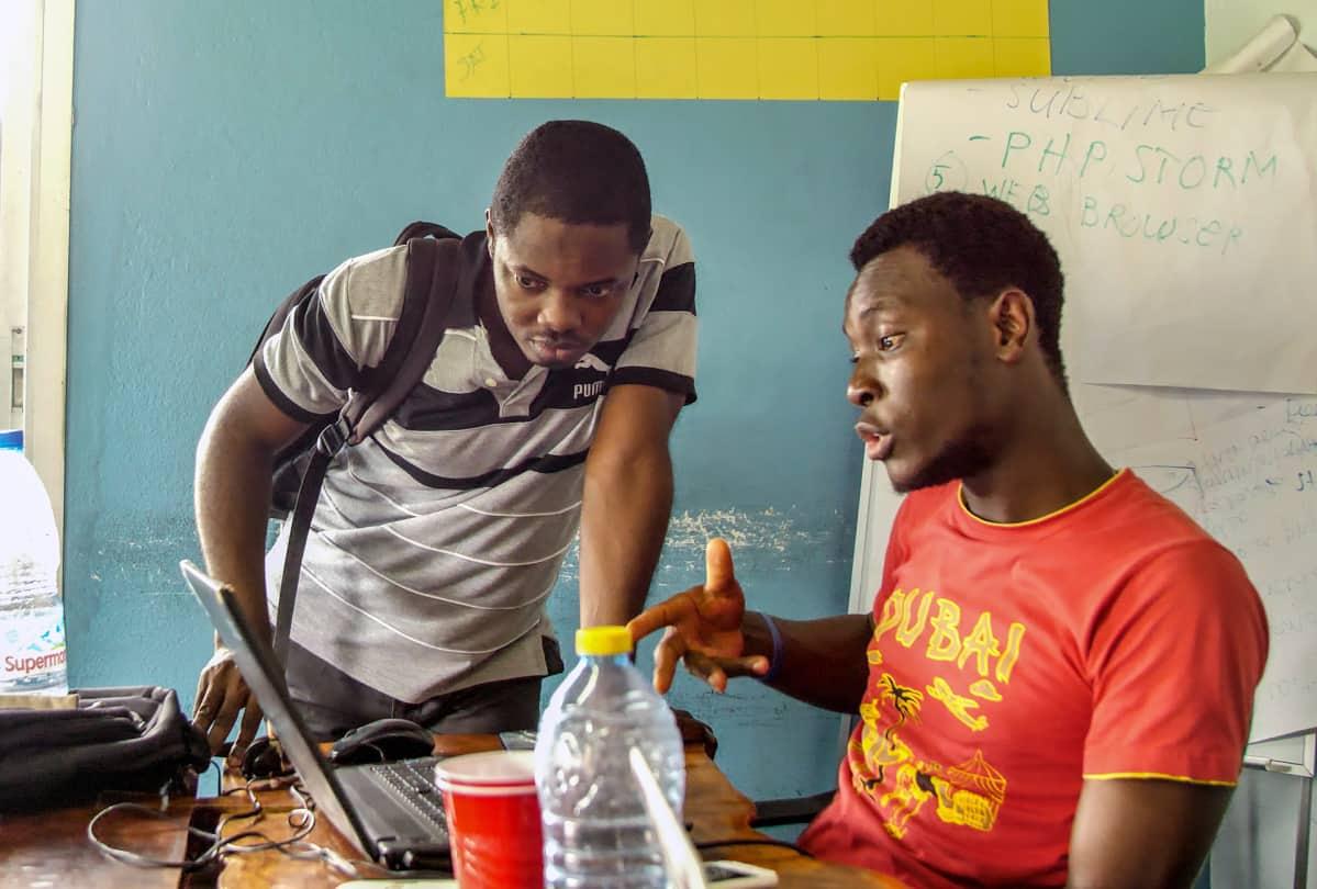 Kun internet suljettiin Afrikan tärkeimmästä startup-kaupungista,  yrittäjät perustivat nettipakolaisleirin kaupungin rajalle