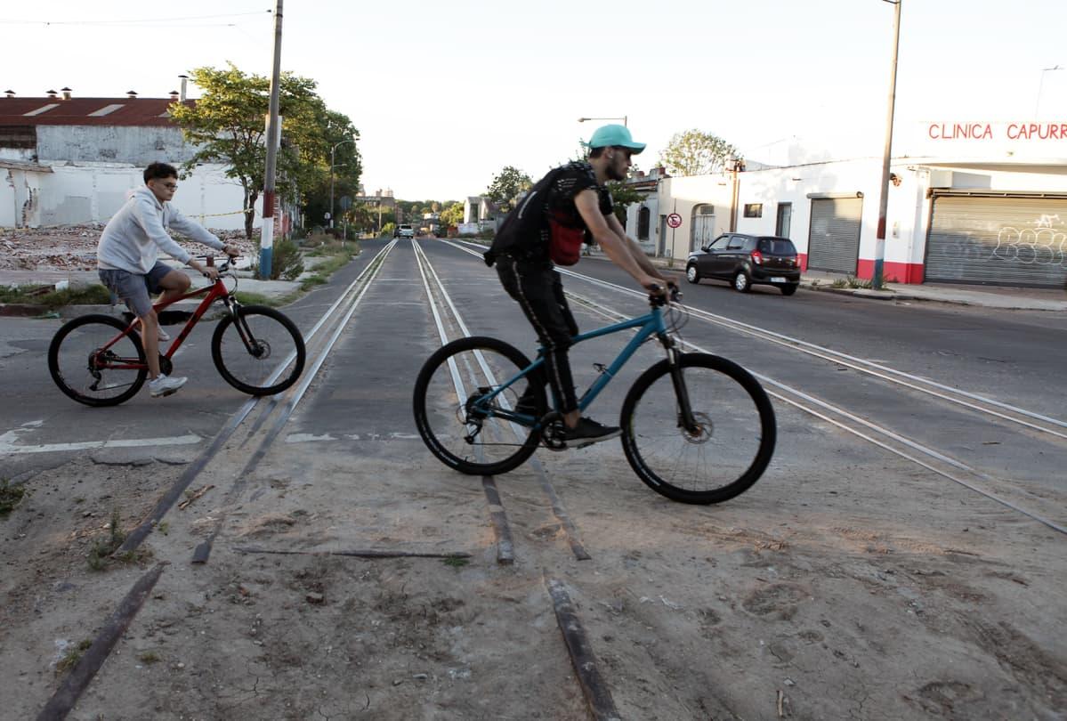Rata kulkee monien asuinalueiden läpi Montevideossa.