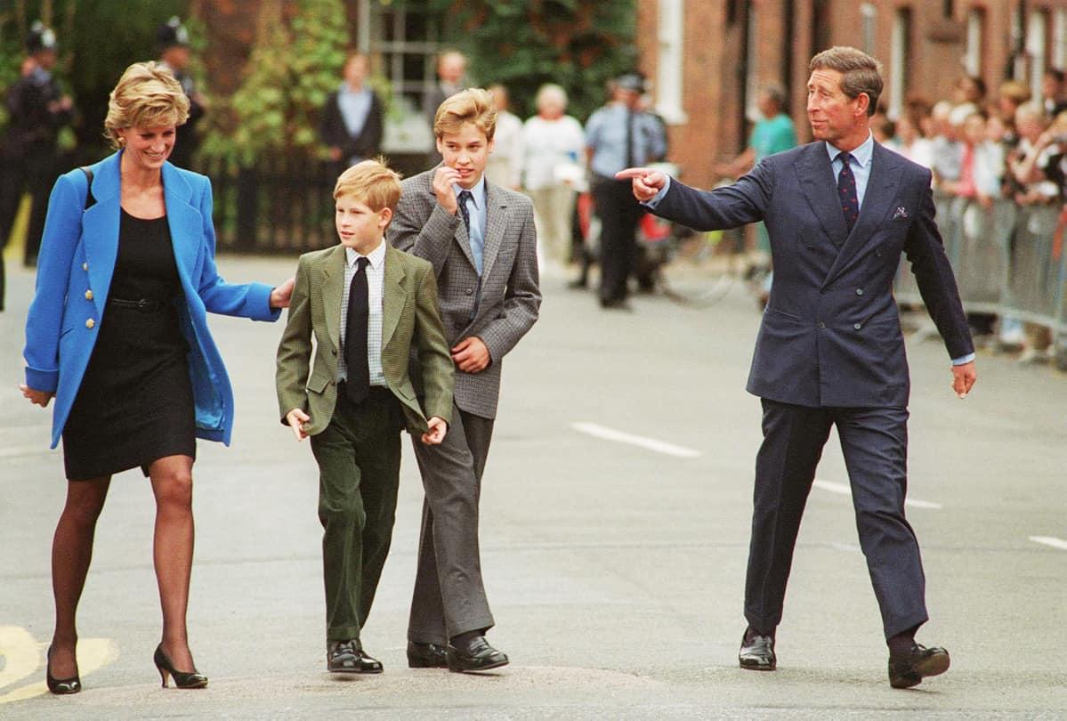 Prinsessa Diana ja perhe kadulla syyskuussa 1995.