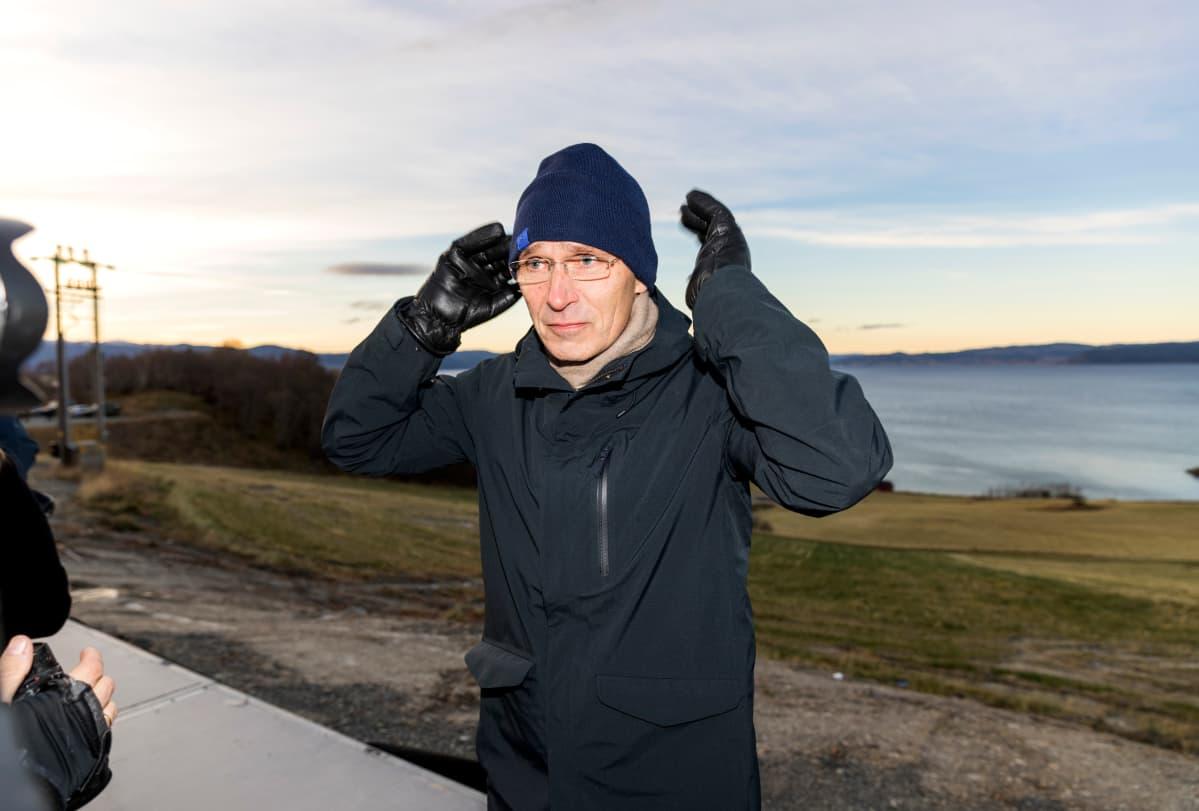 Naton pääsihteeri Jens Stoltenberg tapasi toimittajia Trident Juncture -harjoituksen yhteydessä Trondheimin liepeillä.