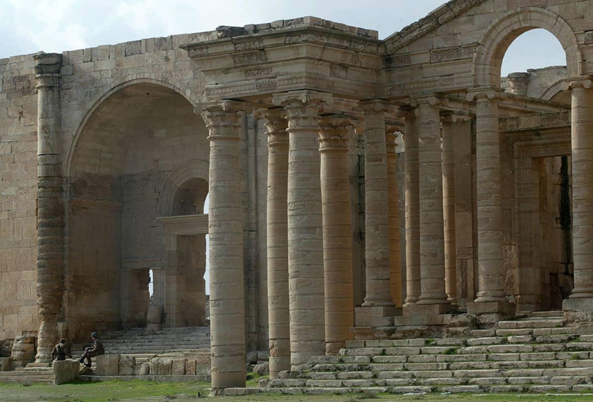 Hatran kaupungin jäänteitä kuvattuna vuonna 2004.