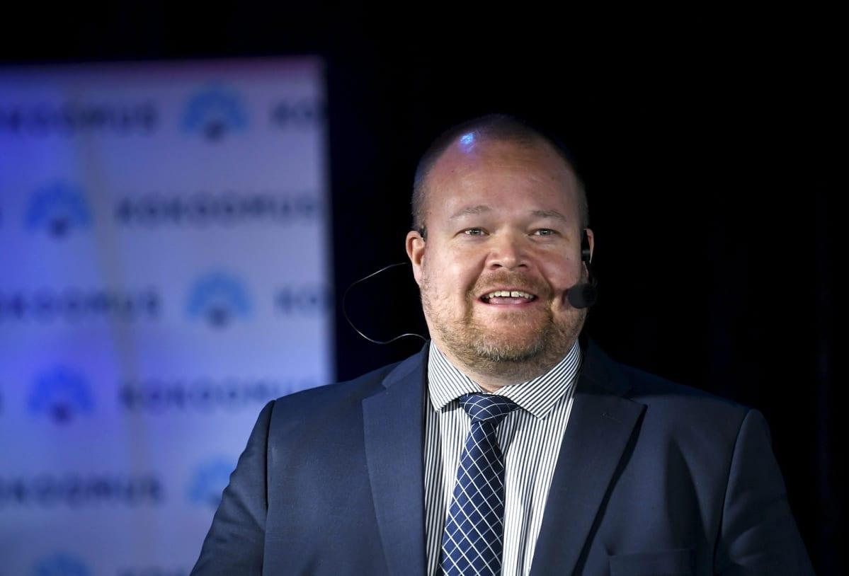 Kokoomuksen  puoluesihteeri Janne Pesonen