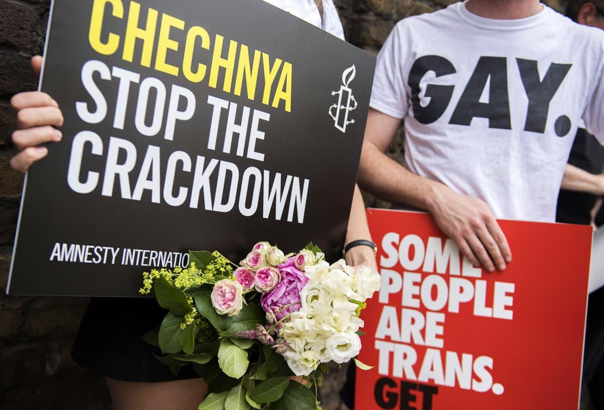 Mielenosoitus Tšetšenian ihmisoikeuksien puolesta Lontoossa 2. kesäkuuta.