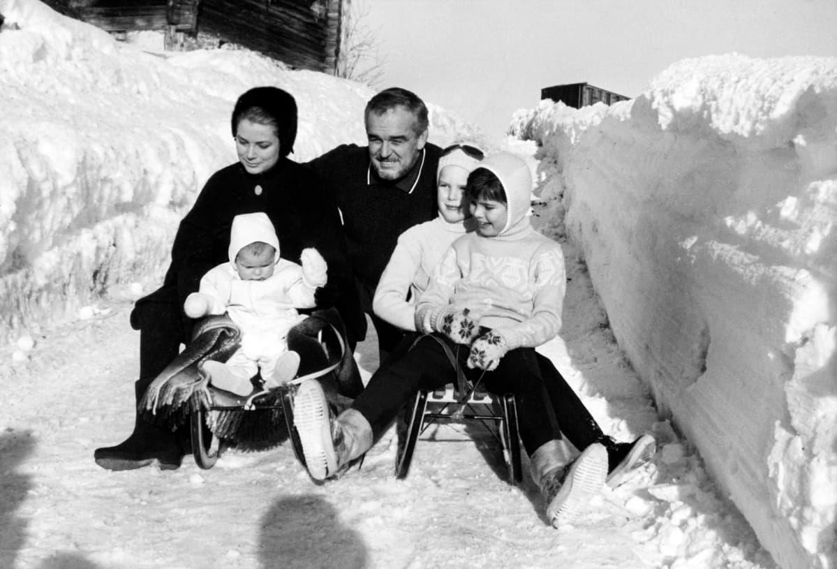 Prinsessa Stephanie perhe Sveitsissä 1966.