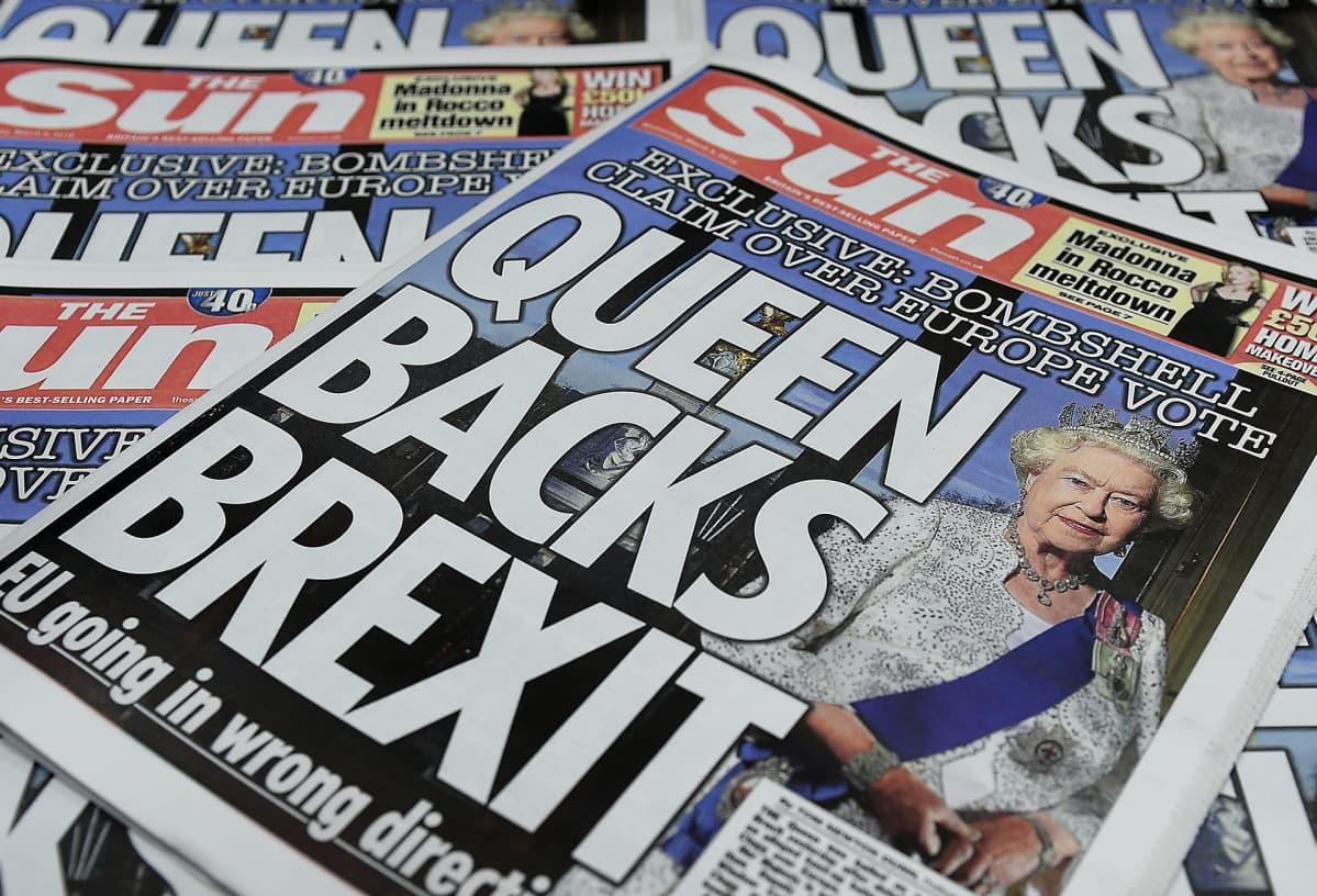The Sun väitti kuningattaren tukevan brexitiä maaliskuussa 2016.