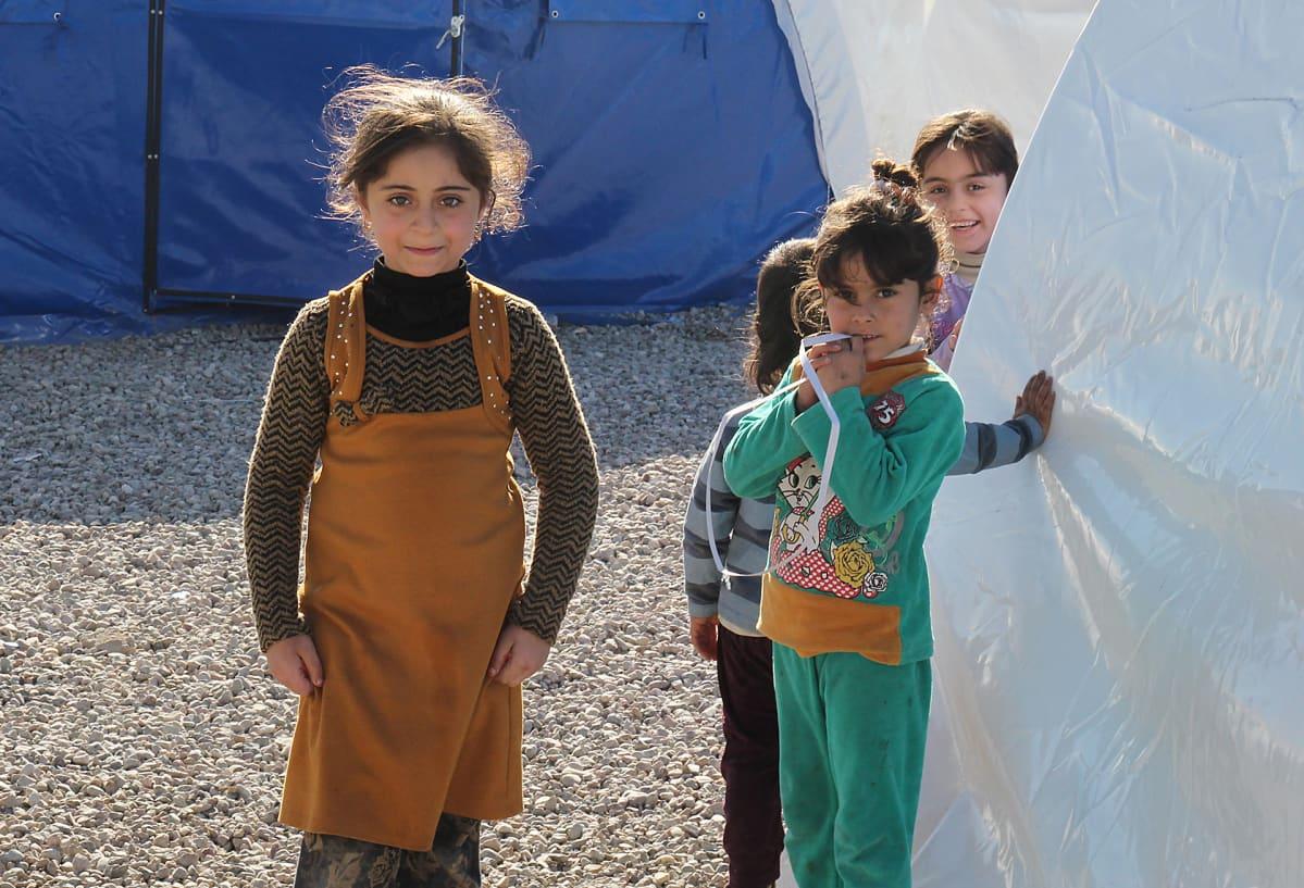 Lapsia leirissä