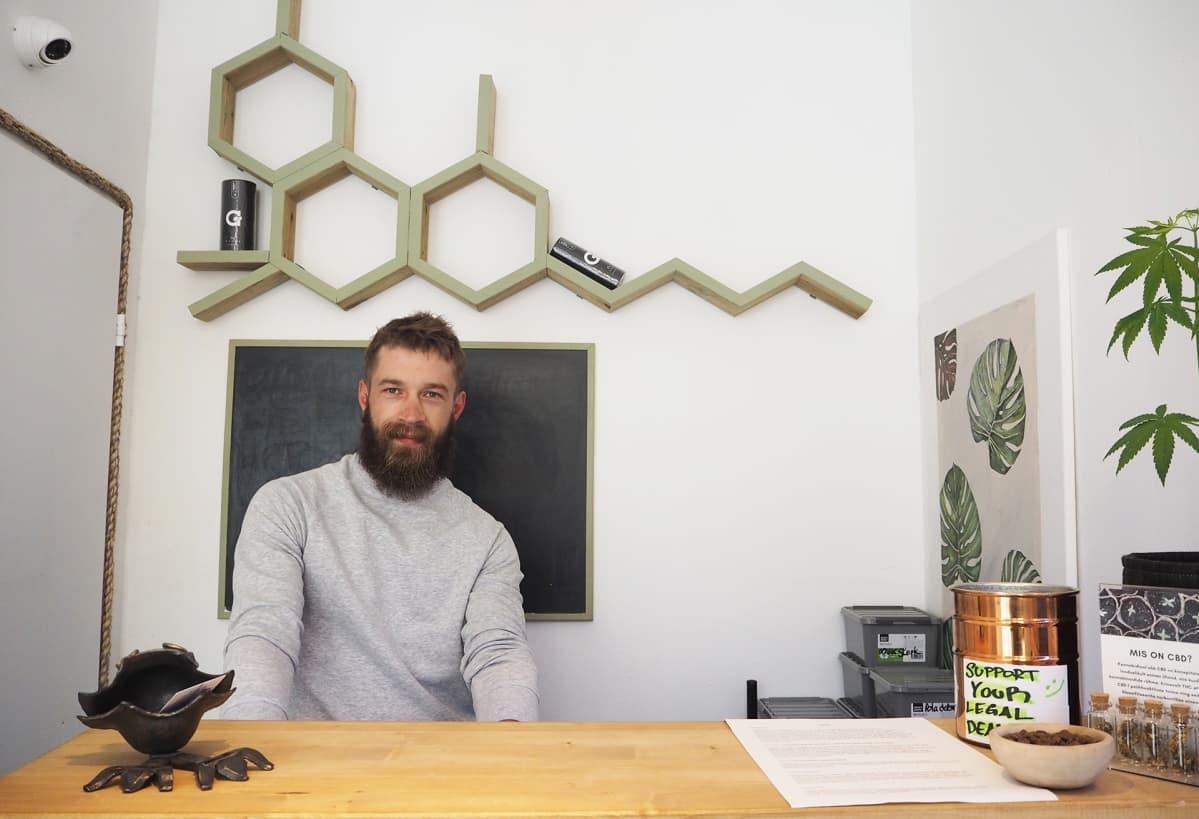 Marko Hammerberg on toinen Sativa Store -kevytkannabiskaupan perustajista.