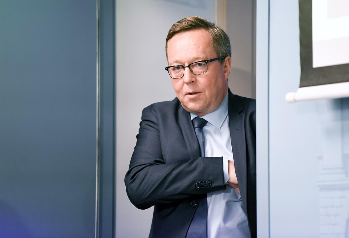 Valtiovarainministeri Mika Lintilä ministeriön budjettiriihen tiedotustilaisuudessa Valtioneuvoston linnassa Helsingissä 14. elokuuta.