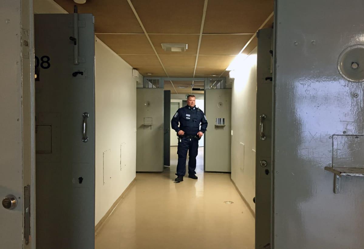 vartija käytävällä