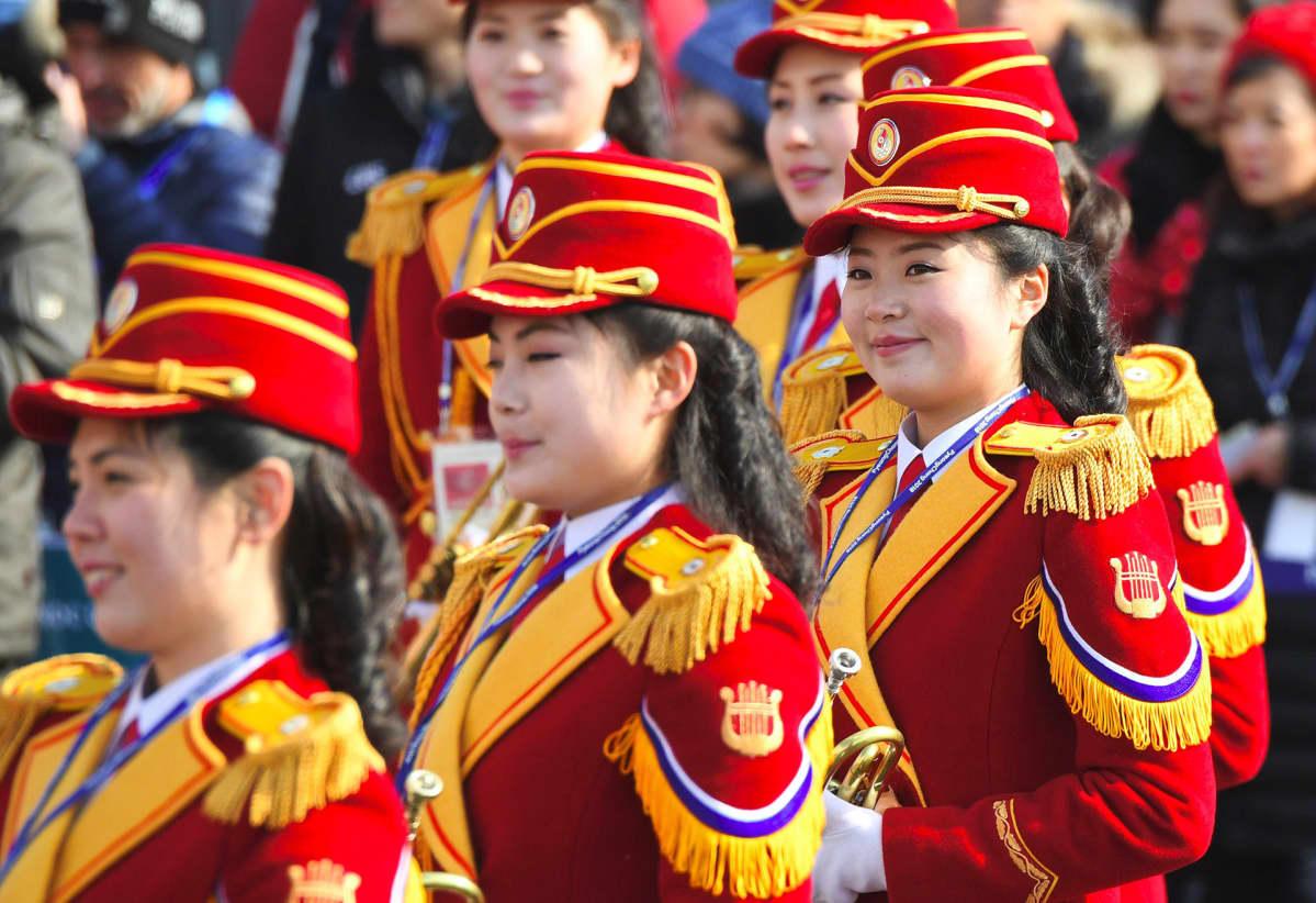 Pohjois-Korealaisia cheerleaderitä Etelä-Korean olympialaisissa.