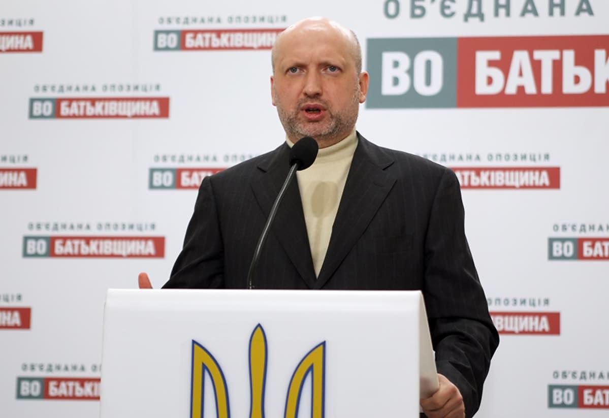 Oleksandr Turtšinov nousee parlamentin uudeksi puhemieheksi.
