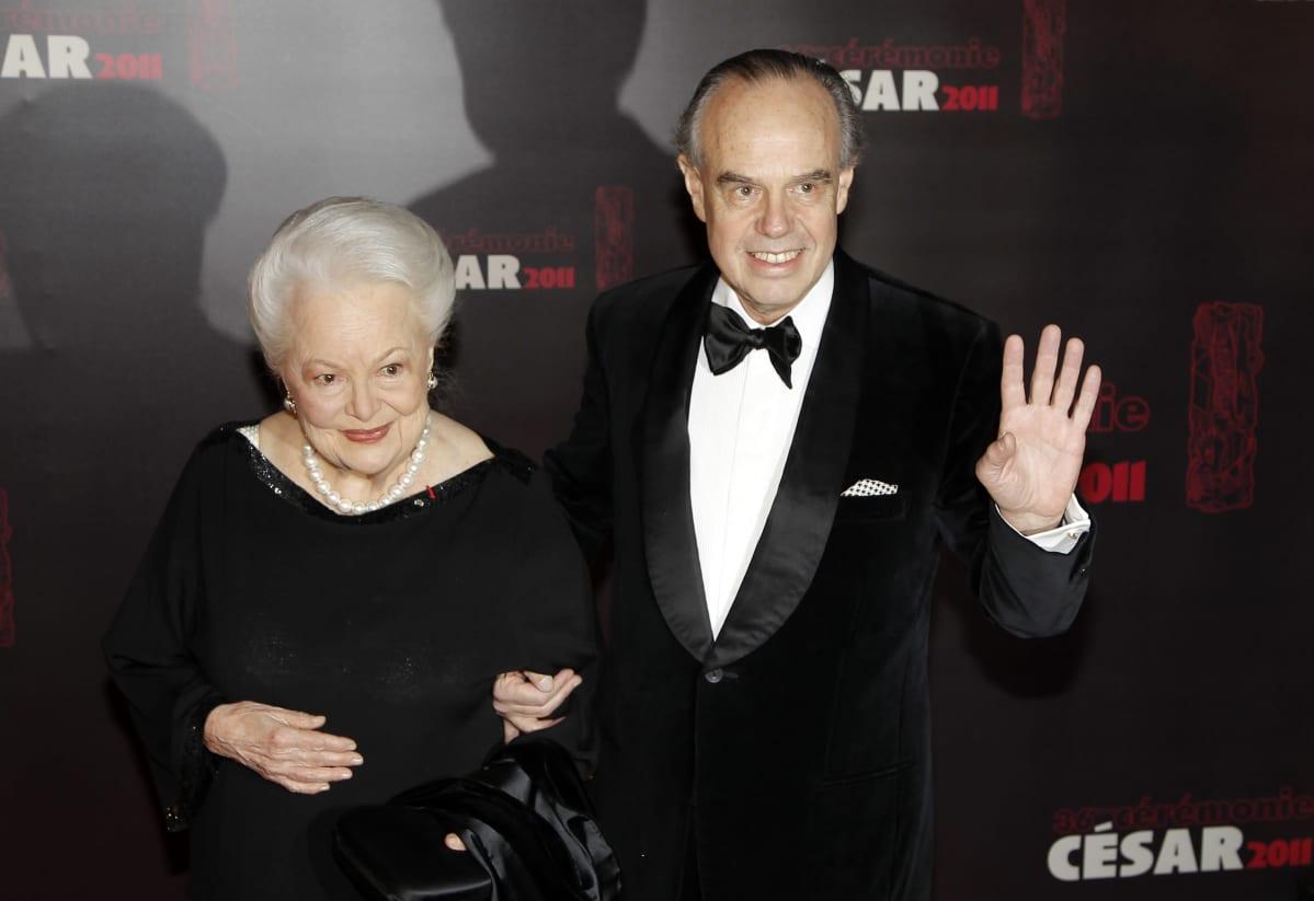 Olivia de Havilland vierellään Frederic Mitterrand.