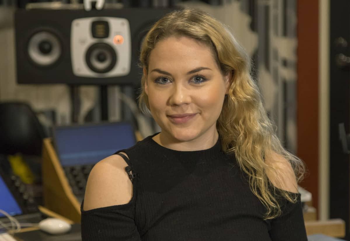 31-vuotias Ulpu on toiminut musiikkialalla jo pitkään muun muassa säveltäjänä. Esiintyväksi artistiksi hän ryhtyi vasta kolmekymppisenä.