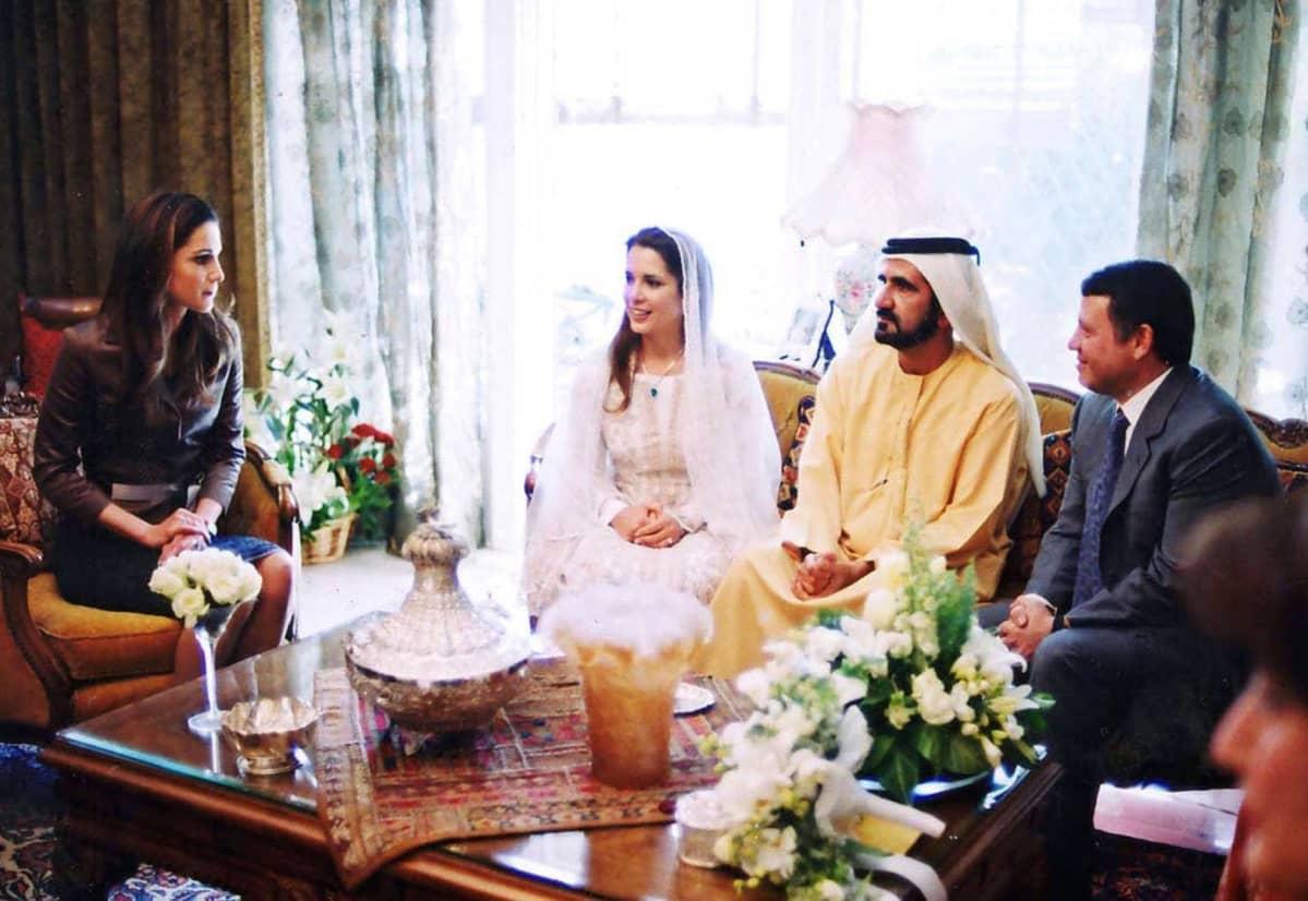 Dubain hallitsija ja Jordanian prinsessa ilmoittavat kihlautumisestaan vuonna 2004