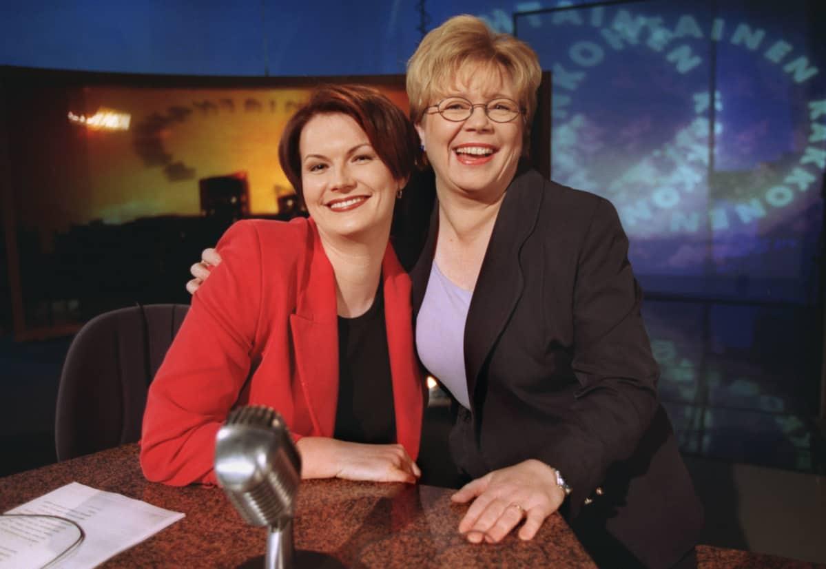 A2:n naisenergiaa. Vasemmalta toimittajat Salla Paajanen ja toimitussihteeri Mari Kiukas.