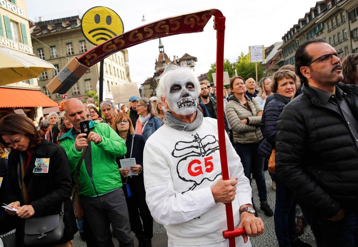 Mielenosoitus Bernissä 5G verkkoa vastaan.