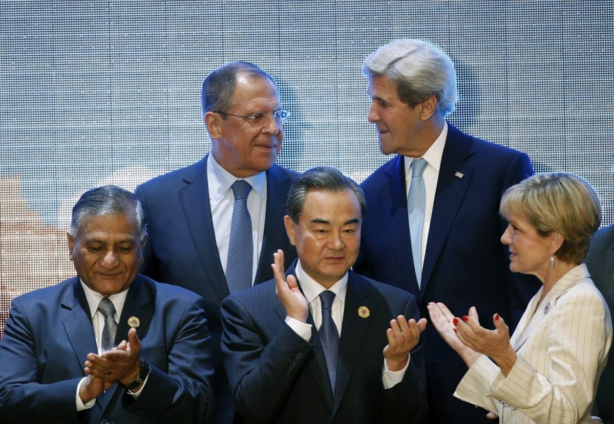 Larrov, Kerry, Singh, Wang ja Bishop yhteiskuvassa.