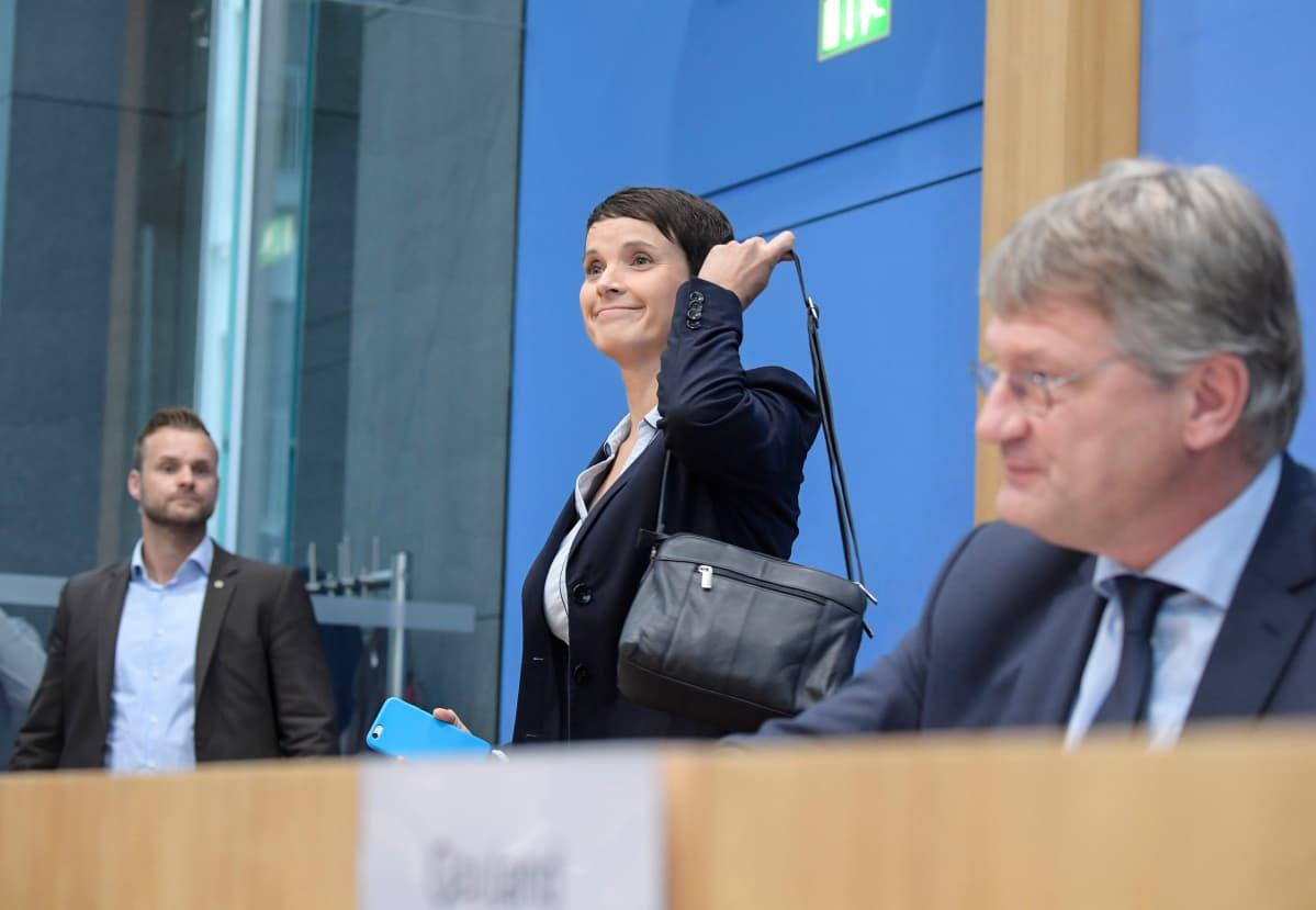 Alternative für Deutschlandin puheenjohtaja Frauke Petry poistui lehdistötilaisuudesta 25. syyskuuta.