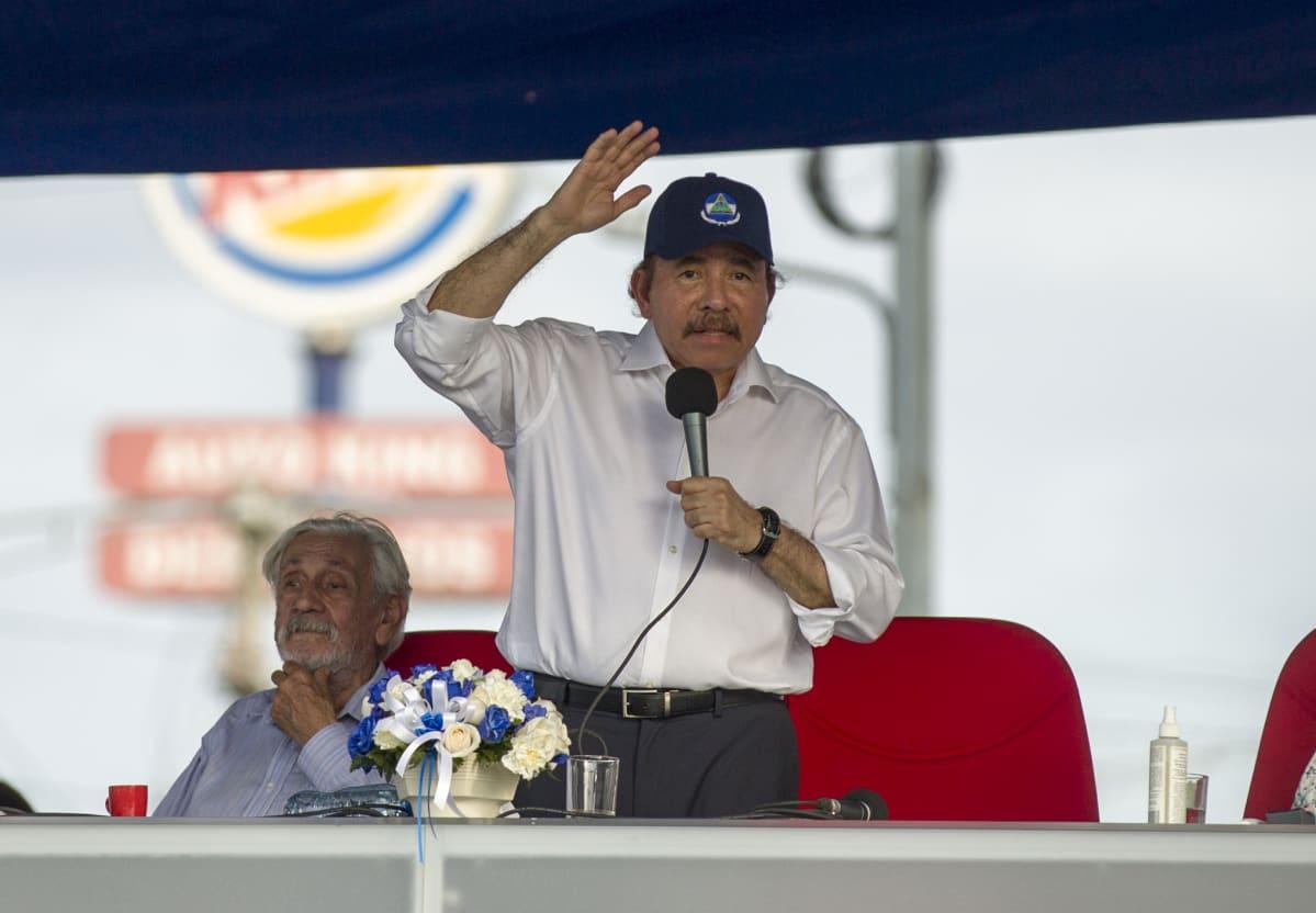 Nicaraguan presidentti Daniel Ortega puhui kannattajilleen 30.4. 2018 pääkaupungissa Managuassa.
