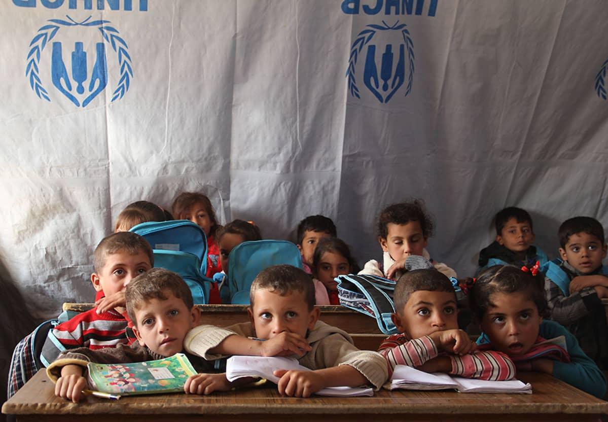 Syyrialaisia lapsia UNCHR:n järjestämässä telttakoulussa Daraassa 27. lokakuuta.