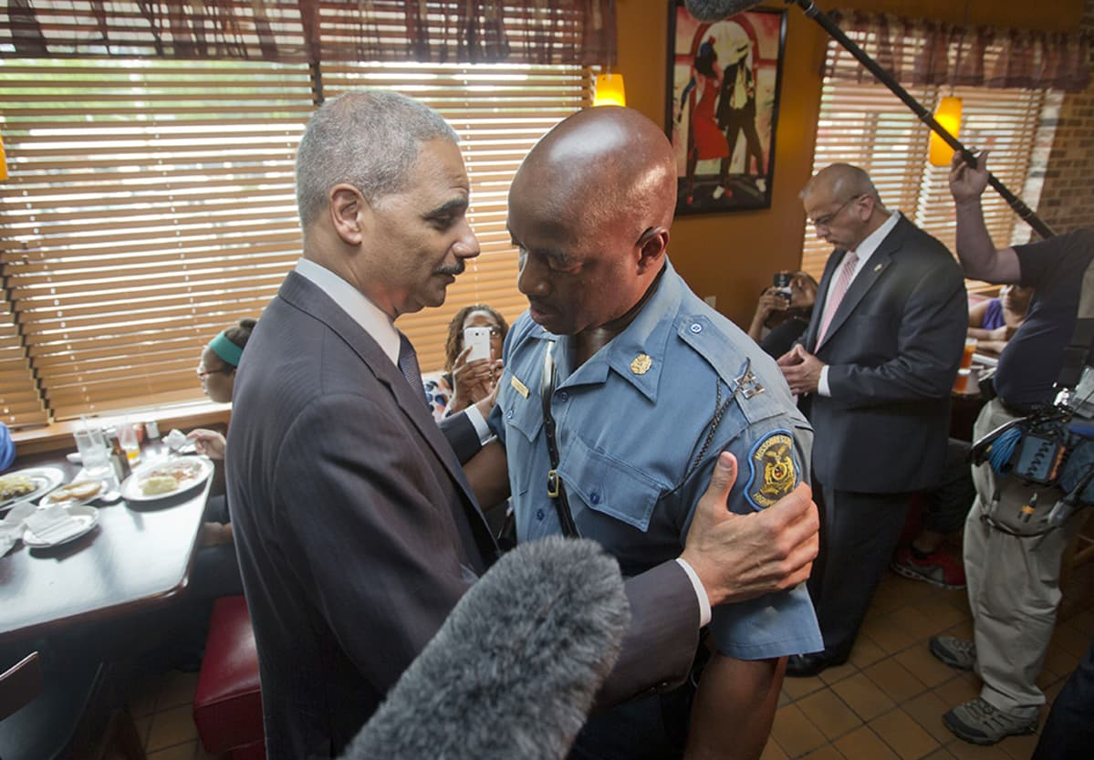 Eric Holder ja Ron Johnson.