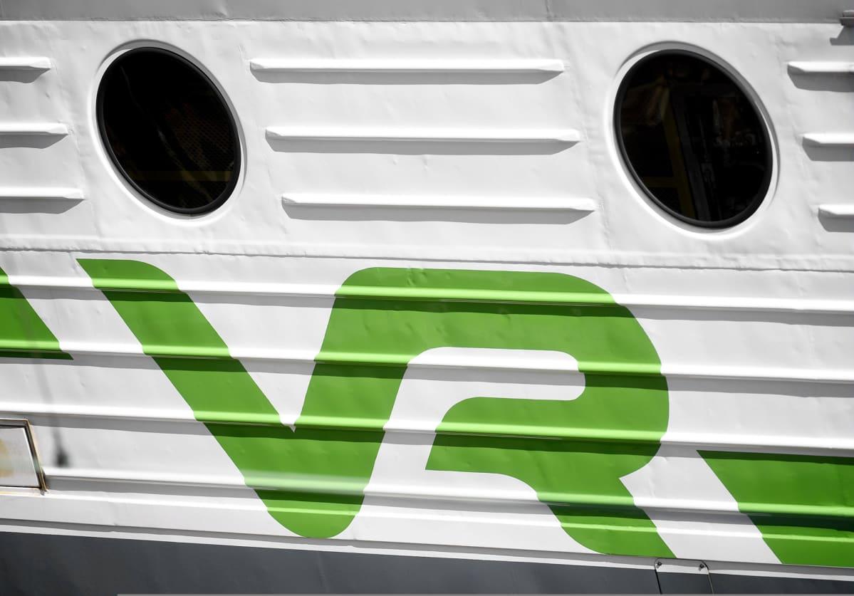 VR:n logo junan kyljessä.