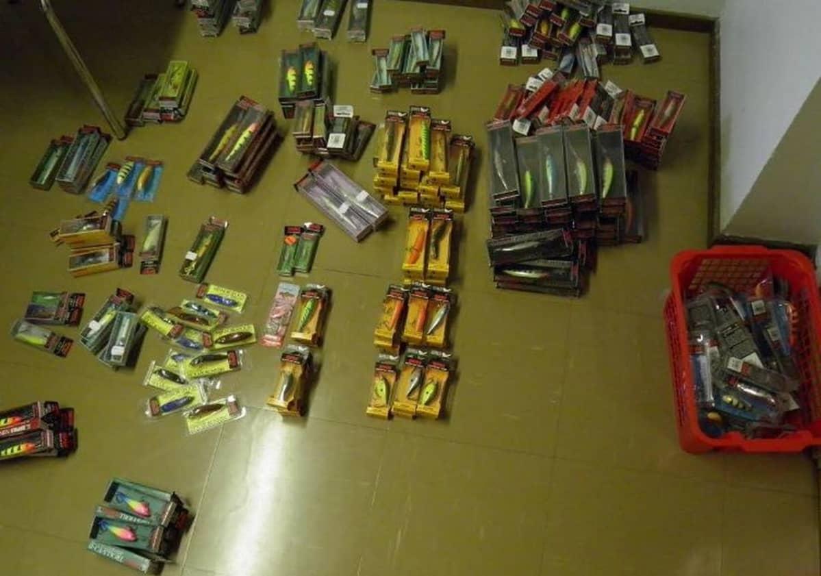 Kemin poliisin löytämiä varastettuja esineitä.
