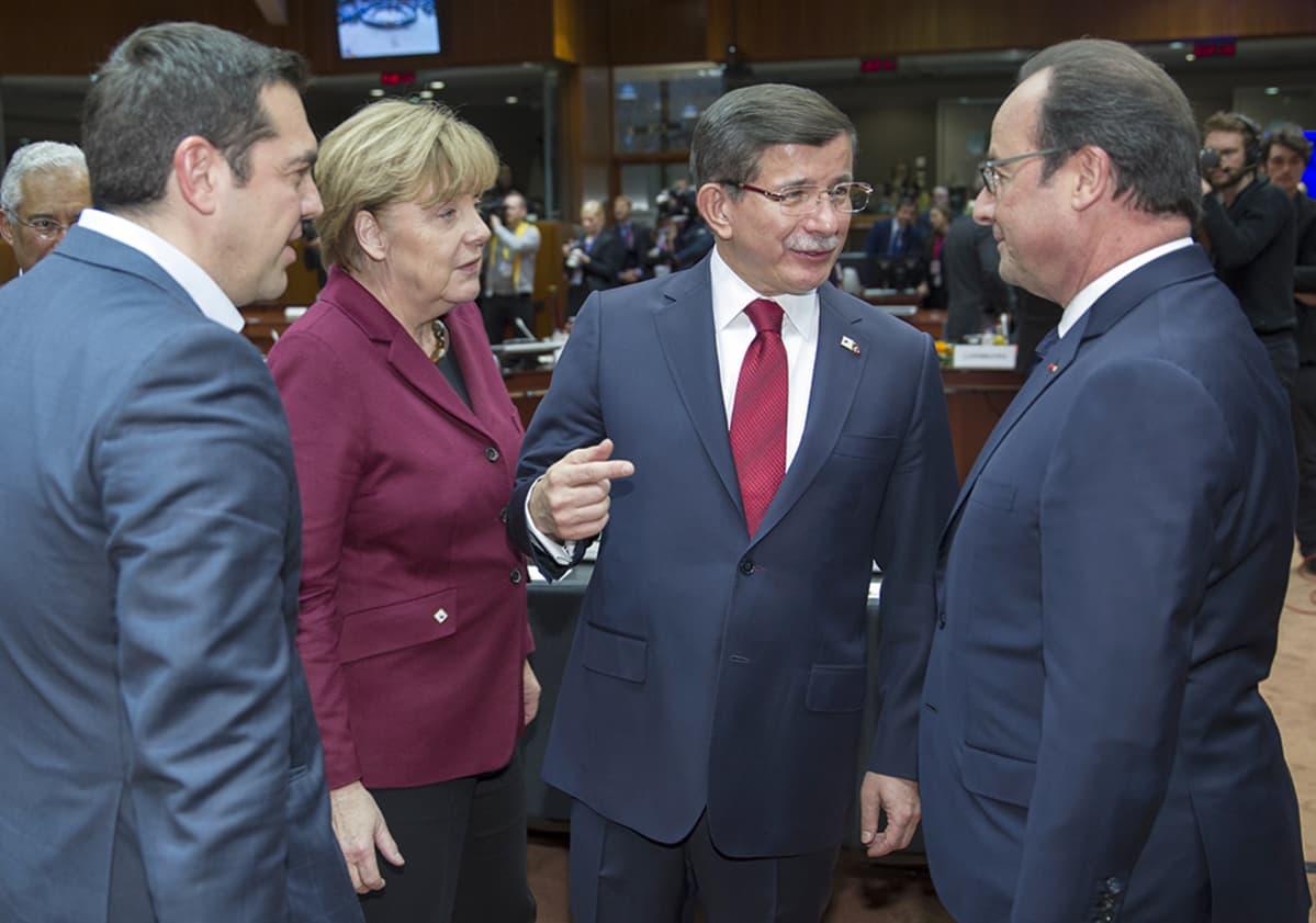 Kreikan pääministeri  Alexis Tsipras, Saksan liittokansleri Angela Merkel, Turkin pääministeri hmet Davutoglu ja Ranskan presidentti Francois Hollande