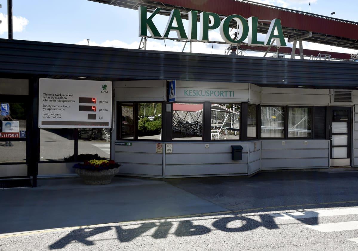 UPM:n Kaipolan paperitehtaan keskusportti Jämsässä.