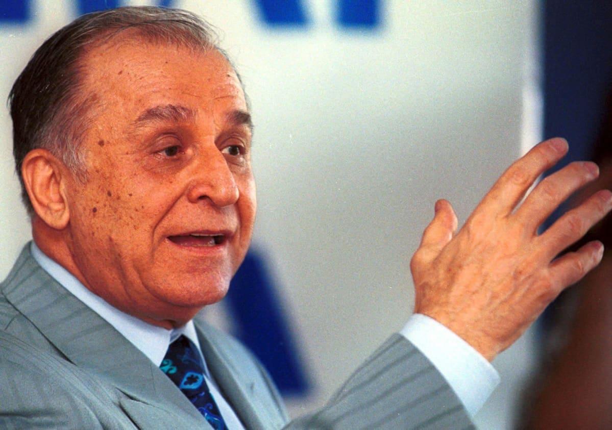 Ion Iliescu kuvattuna vuonna 1999.