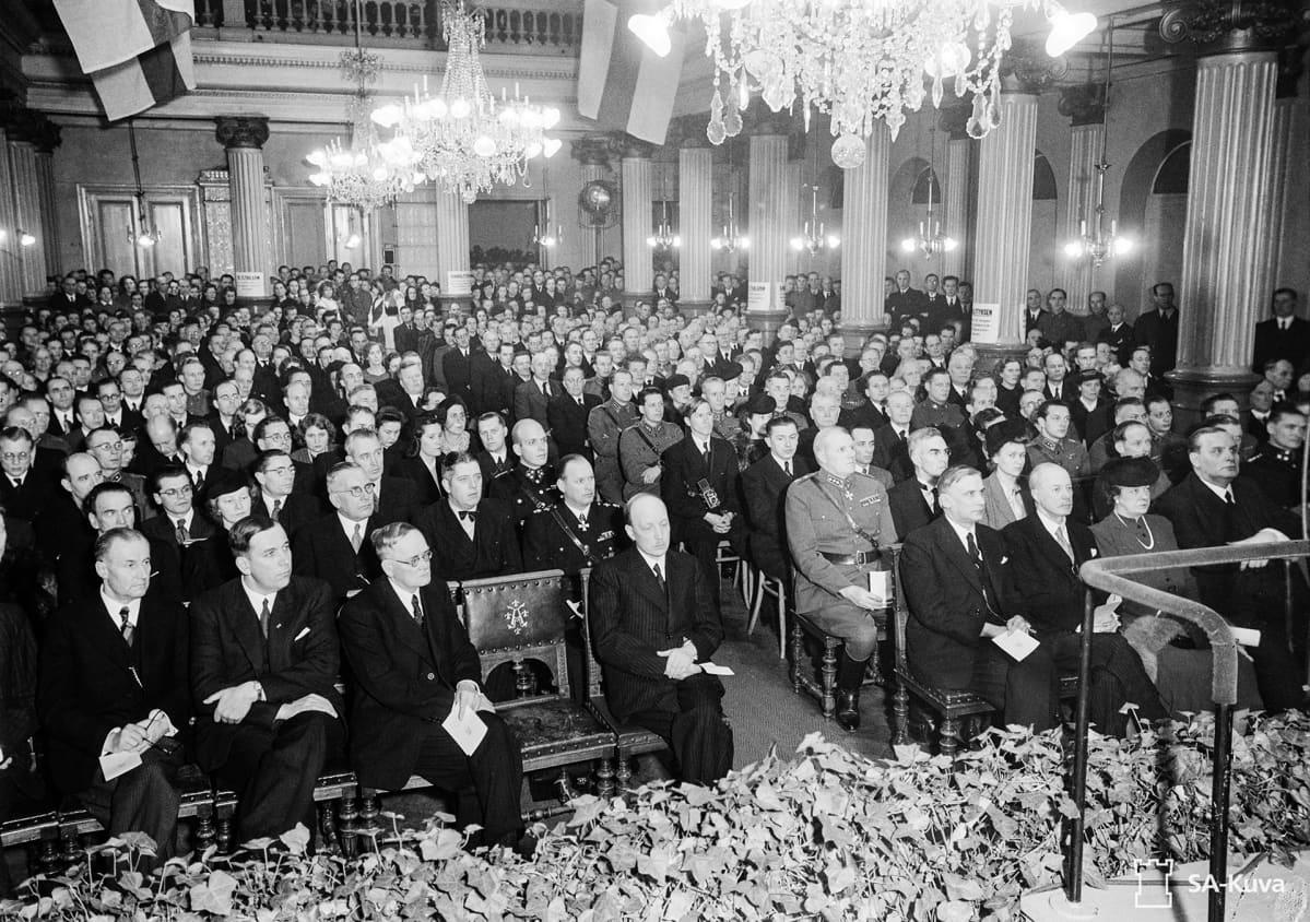 Itsenäisyyspäivän juhlatilaisuudet Turussa 1943.