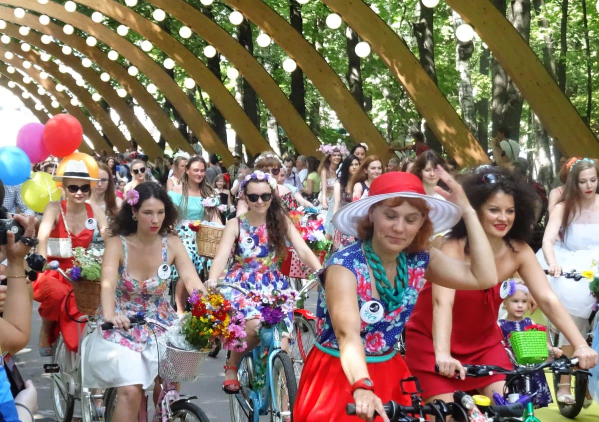 Polkupyöräparaati lähti liikkeelle Sokolnikin puistossa.