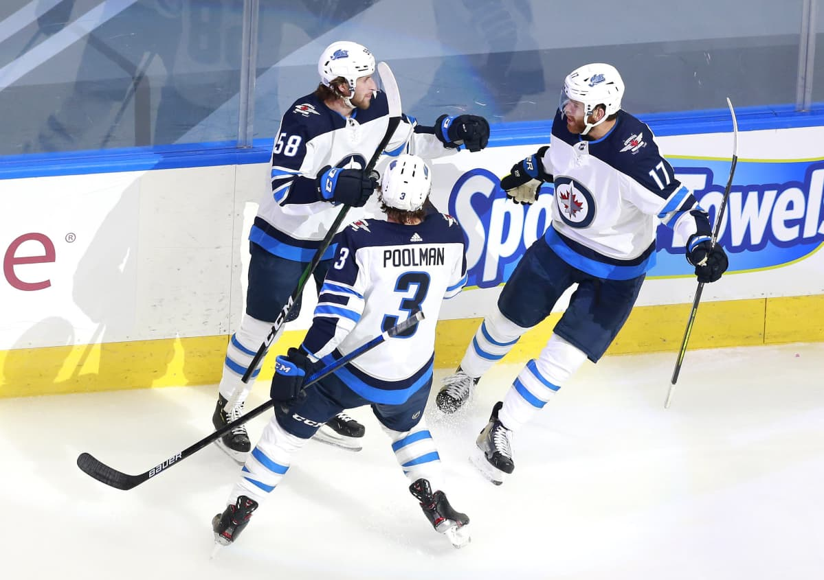 Winnipeg Jetsin Jansen Harkins, Tucker Poolman ja Adam Lowry