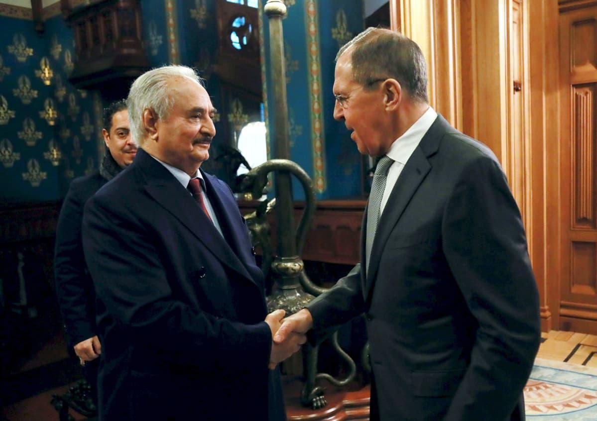 Venäjän ulkoministeri Sergei Lavrov ja Khalifa Haftar tapasivat Moskovassa maanantaina.