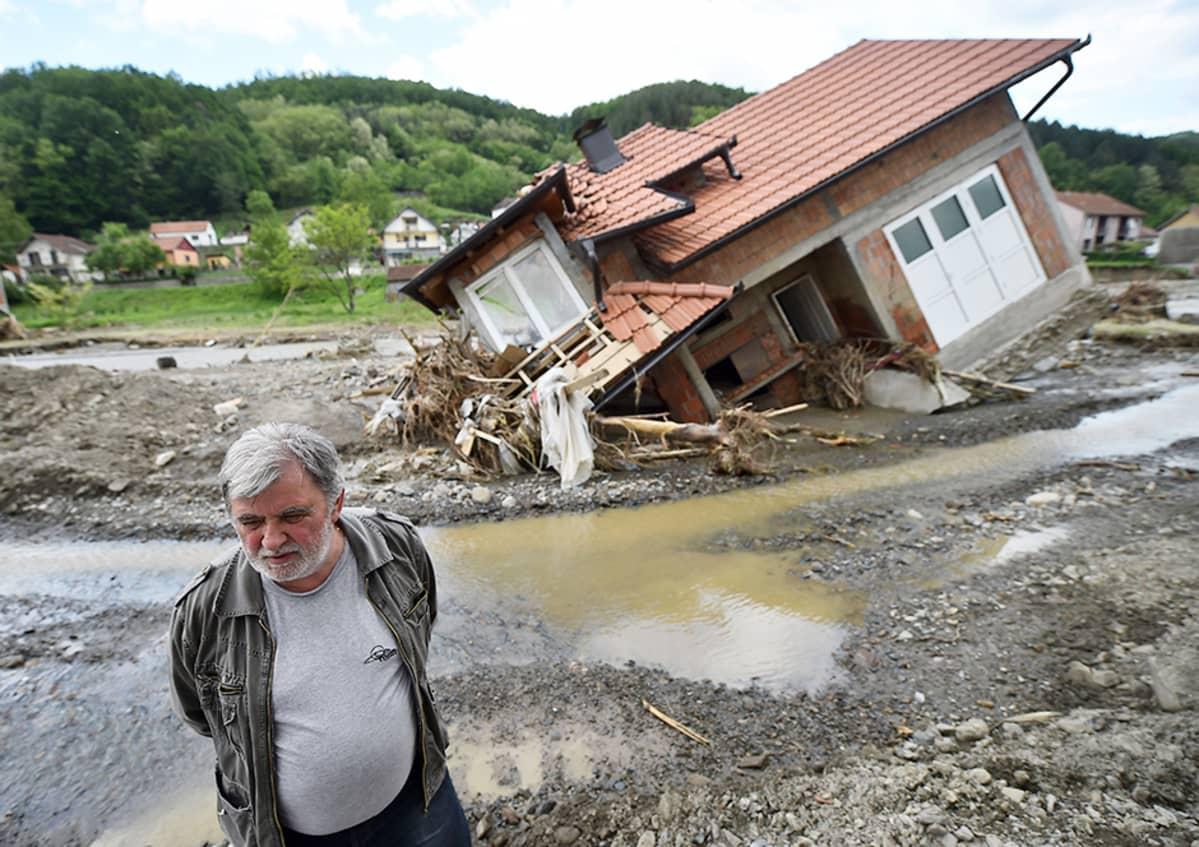 Tulvan jälkiä Krupanjissa, Belgradin lounaispuolella, 20. toukokuuta.