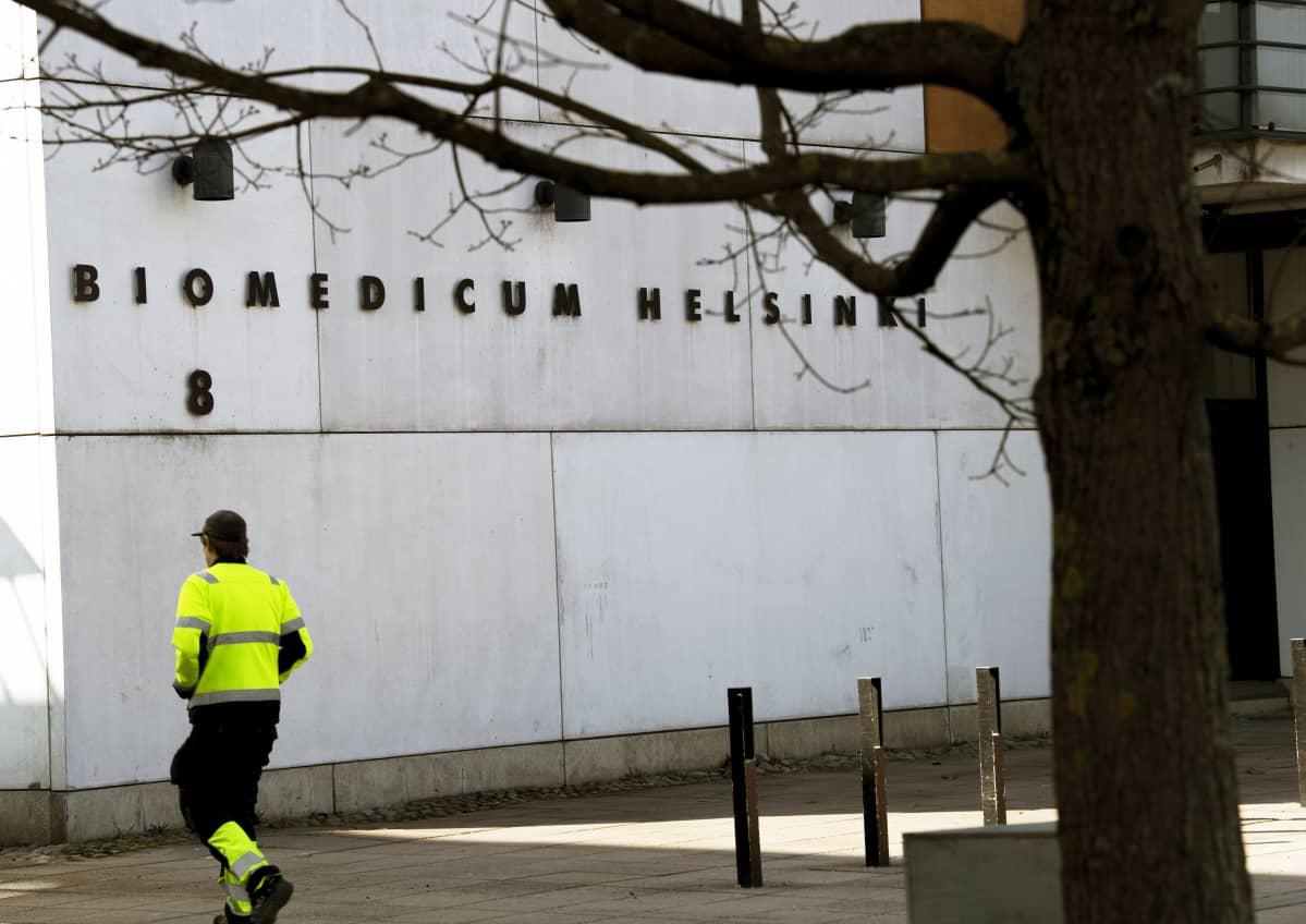 Biomedicum Helsinki tutkimuskeskuksen rakennus Meilahden sairaala-alueella Helsingissä.