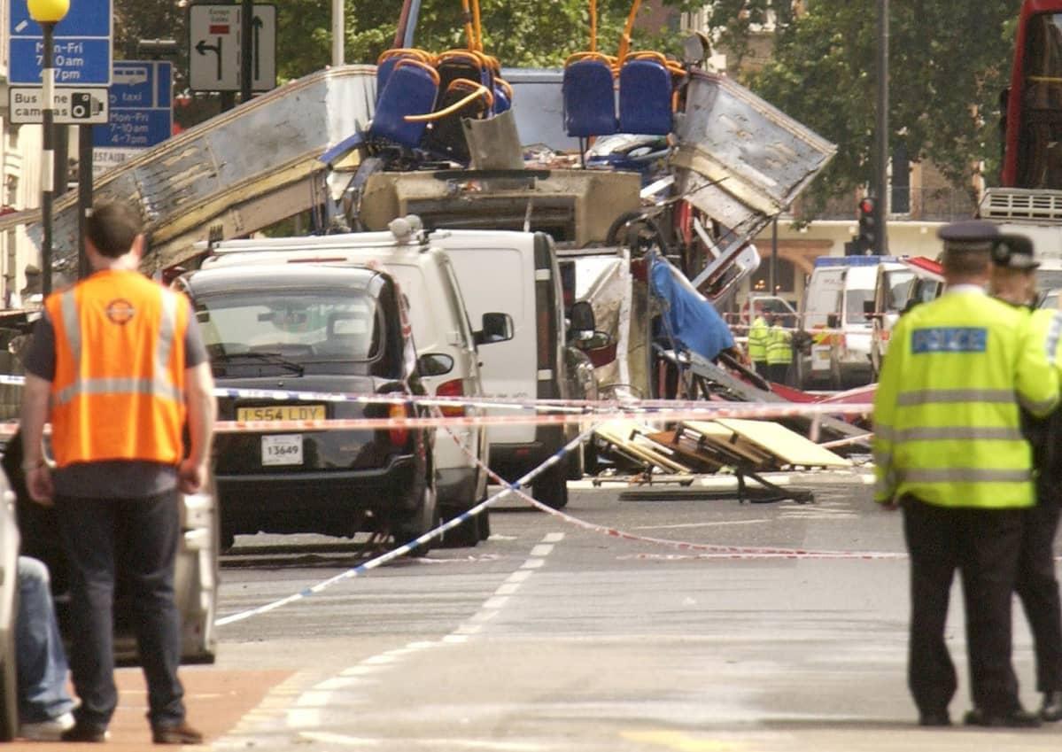 Pommi-iskun tuhoja Lontoossa.